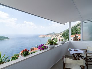 Sea View Apartments- Three Bedroom Apartment with Balcony and Sea View