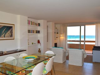 Apartment in front of the beach - Two  double rooms . - Swimming pool and commun