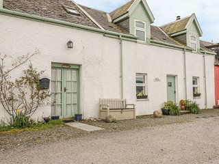 ROSE COTTAGE, rural location, open fire, woodburner, lawned garden in Strachur