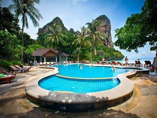 Paradise Cottage close to large pools & beach