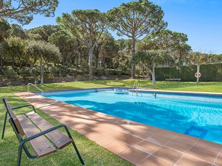 Calella de Palafrugell Apartment Sleeps 6 with Pool and WiFi - 5223615
