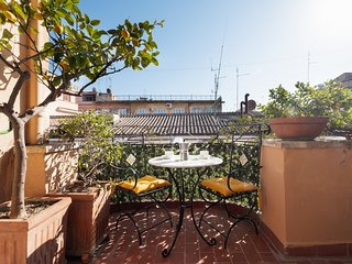 Lovely flat w/Terrace few steps from Spanish Steps