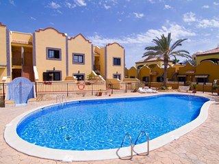 ANAYET, Charming Ground Floor Apartment in El Duque Costa Adeje, CAR INCLUDED