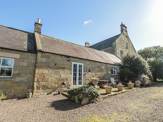FARMERS COTTAGE, Romantic, WiFi, Electric fire, Alnwick