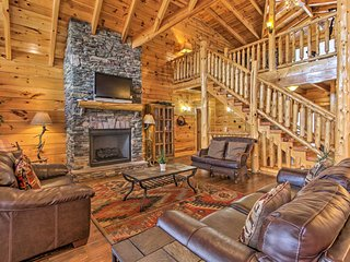 NEW! Huge Mtn Manor w/Hot Tub <1Mi to Pigeon Forge