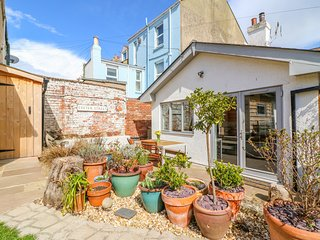 31 EXETER STREET, Woodburner, WiFi, Enclosed garden, Teignmouth