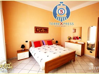 5 Terre Express 1 - Near the train station