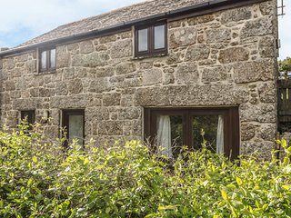 LOWER RISSICK COTTAGE converted barn, private garden, vaulted ceiling, electric