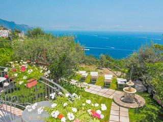 LivingAmalfi:Villa Afrodite in Amalfi, charming villa, stunning sea view, garden