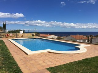 3 bedroom Apartment with Pool, WiFi and Walk to Beach & Shops - 5698931