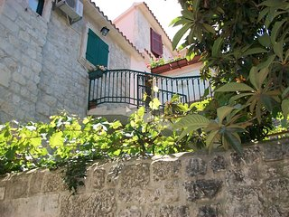 Trogir Apartment Sleeps 4 with Air Con and WiFi - 5784580