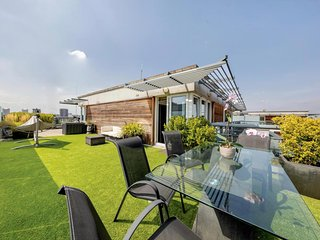 Chic 2 Bed Penthouse w/Rooftop Terrace in Clapham