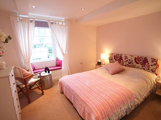 Carolina Cottage, Minehead - Just a few steps from the beach at Minehead, sleeps
