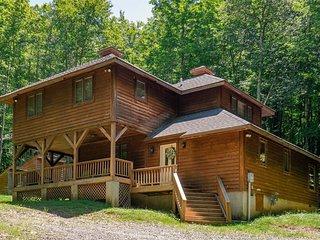 Cedar Dome - Private 6 Acre Lot w/ Stream, Hot Tub, Lake Access