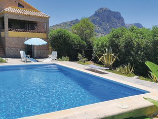 Stunning home in El Gastor w/ Outdoor swimming pool, WiFi and 3 Bedrooms