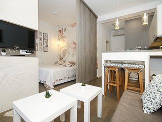 Apartments Anna - Studio Apartment with Balcony