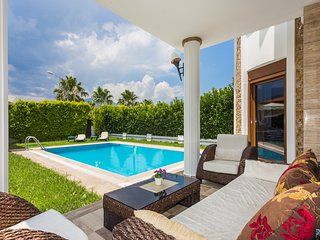 Villa Vista -Luxury Villa with Private Pool