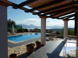 Sunrise House. Lefkada Villa - exceptional sea views - pool - air conditioning