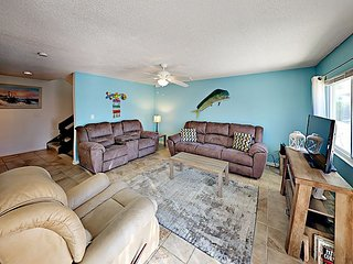 Updated 2BR Townhouse Steps to Beach - Quiet Community Close to  Dining