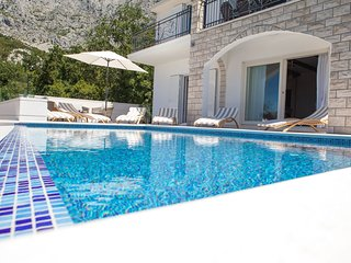 Villa Nature Beauty with Heated Pool