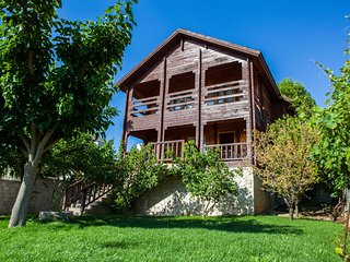 Spacious Private 4 bedroom Wooden House for up to 6 persons 5 mins from Nafplion