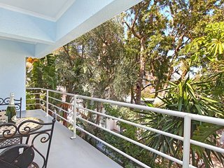 Zen balcony. Located in the heart of Sea Point.