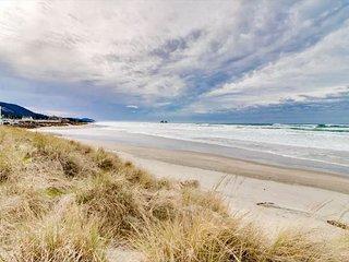 Rockaway Escape -- Fresh Open Air Beach Front Home