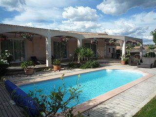 LS1-333 AMBREN Beautiful rental with pool near to St Rémy de Provence, 6 sleeps