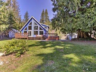 NEW! House on Alder Lake w/Hot Tub, By Mt. Rainier