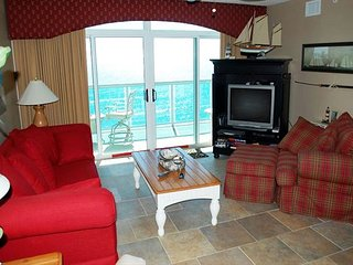 Luxury 3BR/3BA Oceanfront Condo at the Laguna Keyes unit 1005
