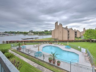 Lake Conroe Waterfront Condo w/Pools + Docks!