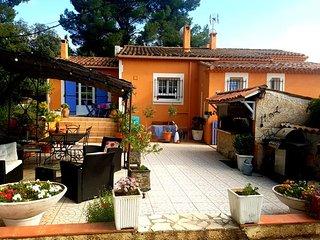 la villa Poupée Sud Luberon piscine wifi  haut de villa de 120 M²