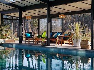 Maison de charme 12 personnes, piscine couverte, spa, tennis et billard privés