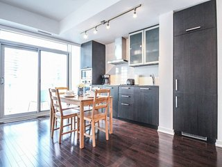 Chic One bedroom and Balcony,Heart of Downtown