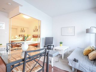 1 Bedroom Condo in Core DOWNTOWN TO