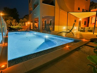 Apartment (3rd floor) with swimming pool and sea view