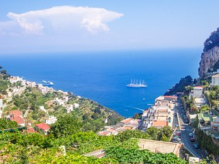 Casa Ambrosia Amalfi, stunning sea view, wifi, AC, close to the Amalfi centre.