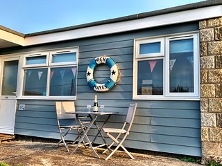 'Wight Waves' a beautifully modern chalet, located close to a golden beach!