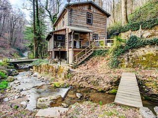 Colannelli Cabin: Secluded Saluda mountain cabin retreat.  Private yet easily ac