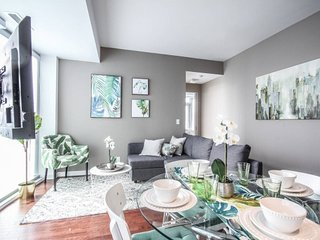 Beautiful 2 BR with CN TOWER & City view