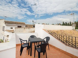 Beautiful home in Granada w/ WiFi and 4 Bedrooms