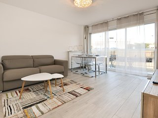 Beautiful apartment in Saint-Raphael w/ WiFi and 1 Bedrooms