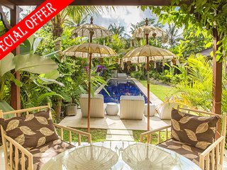 Ahh, 4 Bedroom Tropical Garden Villa, Ubud
