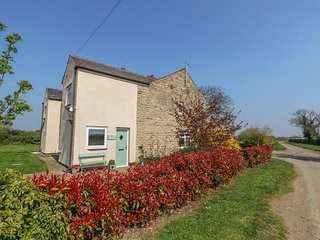 GRANGE FARM COTTAGE en-suites, open fire, pet-friendly in Sleaford Ref 932449