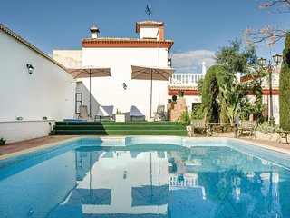 Beautiful home in Priego de Cordoba w/ WiFi, Outdoor swimming pool and 5 Bedroo
