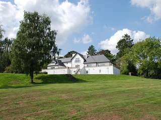 WOODBANK, detached, en-suites, snooker room, gym, in Llanhennock, Ref 28119