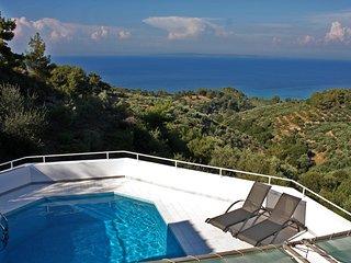 Villa con piscina e vista mare per 8/10 persone