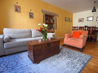 Charming Stone House in the Old Town - a spacious home in the best location!