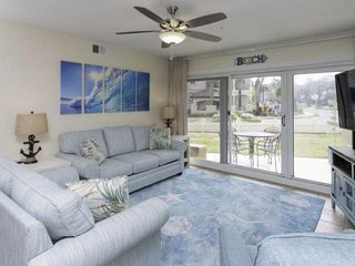 First Floor Unit. Short Stroll To The Beach. Pet Friendly. Beach Service Include
