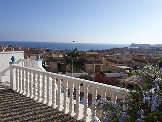 Stunning 3 Bed villa with lovely views, Hot Tub, Wi-Fi &  Air Con
